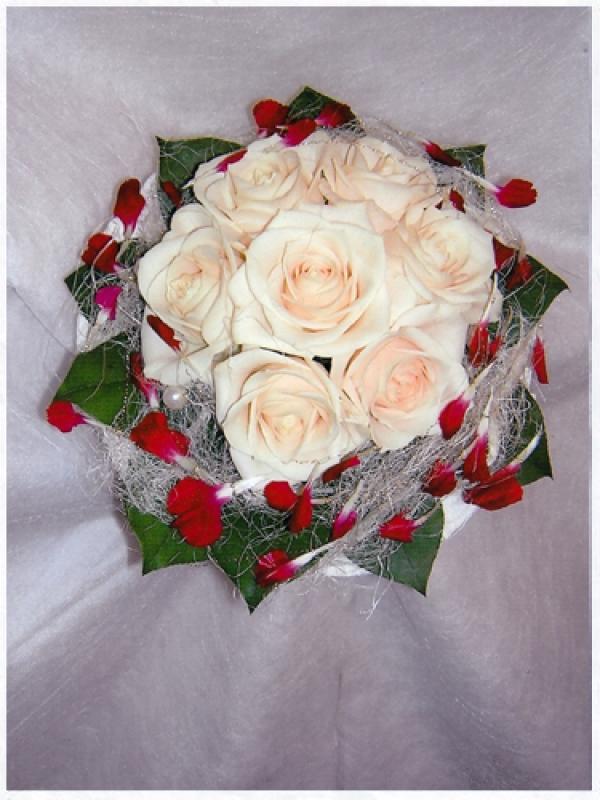 Букет из белых роз на свадьбу в подарок 85